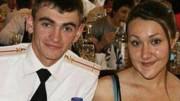 Alexander Pokorenko in uniforme estiva con la giovane moglie ad una festa del circolo ufficiali (estate 2015)