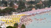 Mondello, la spiaggia più nota in Sicilia, si riempe di cabine in estate