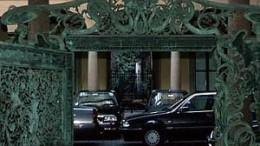 L'ingresso di Mediobanca in piazzatta Cuccia a Milano