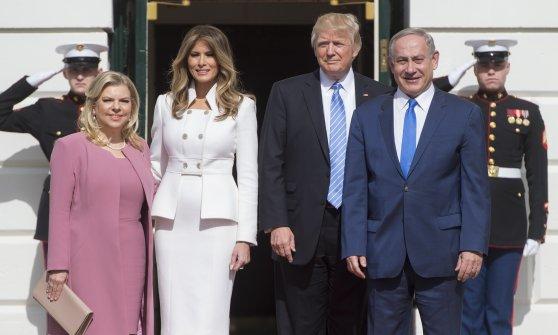 Trump e Netanyahu con le due consorti