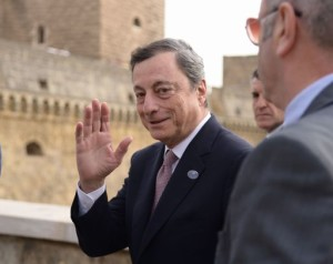 President of the European Central Bank (ECB) Mario Draghi arrives for a G7 summit of Finance Ministers on May 12, 2017 in Bari. / AFP PHOTO / Filippo MONTEFORTE
