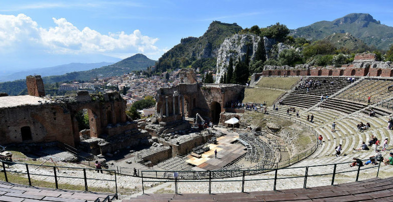 Il Teatro uno dei simboli di Taormina e di questo G7