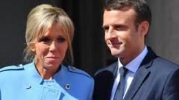 Macron e la moglie: la sua ex insegnante che aveva nella stessa classe anche il figlio