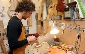 In Italia fiorisce ancora l'arte del liutaio che non fu solo di Antonio Stradivari (Amati, Guarneri...)