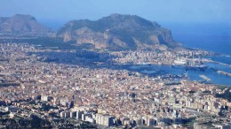 Palermo e il suo grande porto ridossato dal vento di maestrale, una posizione provvidenziale sulla costa nord della Sicilia