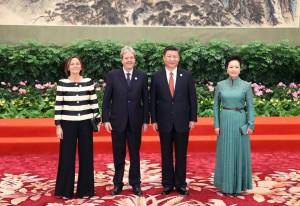 Gentiloni con la moglie in visita in Cina con il presidente Xi e signora