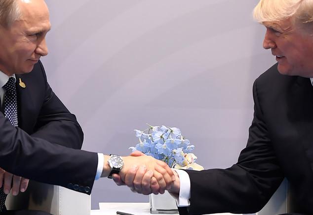 """L'amicizia e la collaborazione fra Trump e Putin - uomini ragionevoli - non piace al """"fango di Washington"""". Accuse pretestuose hanno per il momento impedito che procedesse... Ambedue vengono accusati di essere despoti..."""