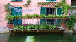 Balconi fioriti sul naviglio Martesana