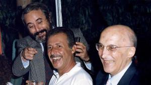 """Così scherzavano sereni Falcone e Borsellino assieme al collega Caponnetto. Tutti da Palermo i magistrati pericolosi per qualcuno """"lassù""""..."""