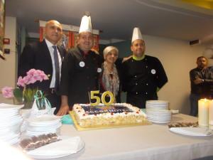 Una serata all'insegna dell'allegria: i manager (a sinistra Giovanni Maccarrone direttore Saracen e a dx Maria Zappalà)