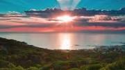 Tranquilli, il sole splenderà così per molto! Si sa  tutto questo finirà un giorno, ma non sarà certo l'umanità, massima performance del creato, a distruggerlo...  Perché la stessa natura (con o senza Dio) le avrebbe dato la conoscenza e l'intelligenza? Perché voleva essere distrutta? O, se mai, riscattata dalla freddezza della inerte materia bruta?