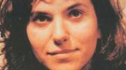 Rita Atria in un'immagine in cui sembra ancora sperare. Voleva redimere la sua famiglia che la rinnegò. Morto Paolo Borsellino, si lasciò cadere dal balcone. Resta un personaggio emblematico per capire...