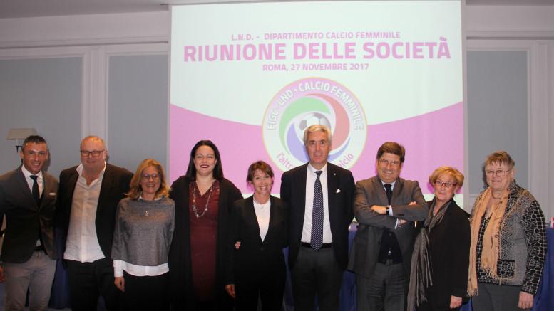 Riunione Dipartimento calcio femminile, foto ricordo Terzo e quarto da dx Sandro Morgana e Cosimo Sibilia.