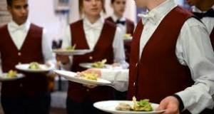 Servizio a tavoli: è una delle specializzazione. Come receptionist etc... L'alberghiero è fino ad oggi la più efficiente scuola professionale, aperta anche ai diversabili...