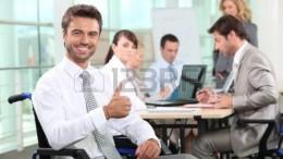 12499770-imprenditore-disabili-sorridente-in-ufficio