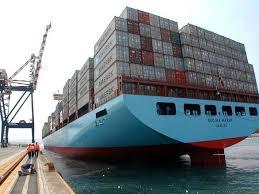 Una porta containers. Con i trasporti intermodali, mare, treno gommato, milioni di tonnellate di merce si spostano ove necessario