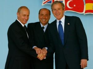 """Atri tre """"cattivoni"""" : Berlusca che fa stringere le mani di due violenti dittatori come Putin e Bush. In galera!"""