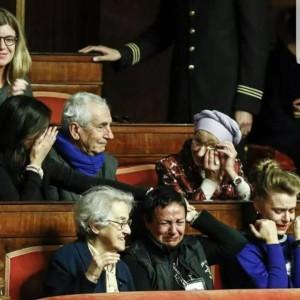 Negli spalti del senato italiano piangono per l'approvazione della legge sul testamento biologico. Siamo ad un ovvio, evidente, isterismo.