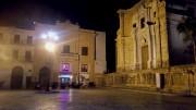 Sabato 20 gennaio ore 19 Piazza Bellini deserta: il teatro è chiuso da decenni, non c'è nessuno, Nessun turista gode del monumentale centro cittadino. Qui parlava un tempo al popolo di Palermo persino Pietro Fuddune. A quale popolo?
