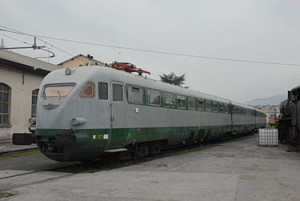 FS ETR 200 ricordato più all'estero che in Italia: The original trainset of the World Record, now preserved as historical train. In service 1937–1993 (as ETR 220)