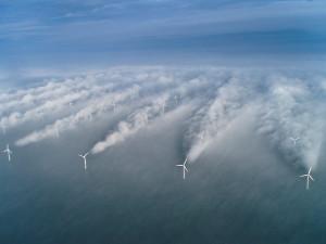 """Incredibile: ecco l'effetto dei un parcoi eolico sul mare al levarsi di un nuovo vento: Che cosa pensare delle """"prouderie"""" per la giraffa che tira il petrolio, per l'isola artificiale occorrente a cavarlo e per un unico inquinamento """"da pozzo"""" in due secoli nel mondo intero. E' come 1 disgrazia e mezzo col nucleare in sole 2 centrali malfatte o mal ubicate..."""