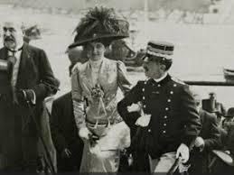 Un altro momento felice: Elena si comportò con molta dignità e sembrò anche amare il re che l'aveva elevata a Regina di una grande nazione.