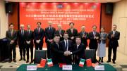 L'importante stretta di mano a Pechino, Foto ricordo.