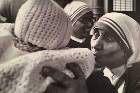 Santa Teresa di Calcutta: Se dovete buttare un bambino datelo a me!