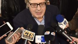 Vittorio Sgarbi ai microfoni dei giornalisti a Palermo (Foto Angelo Modesto).