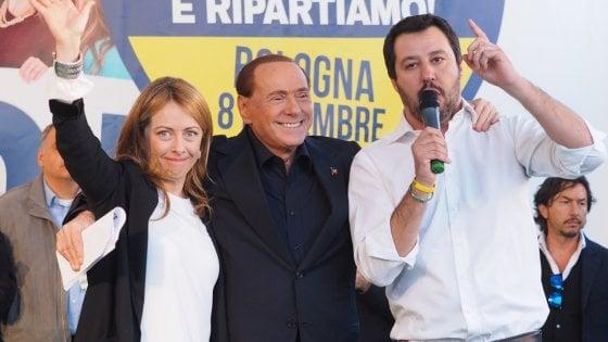 Meloni Berlusconi e Salvini hanno fatto di 3 un partito unico. Di fatto lo è: la legge consente loro di vincere così.  Ma gli elettori hanno votato spesso ricorrendo a una trottola... Governeranno come un margine superiore a quello che aveva Renzi. Ma avranno vita difficile se non saranno accettati dai poteri men noti...