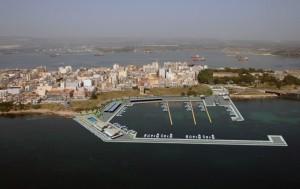 """Il nascente porto turistico Xifonio nel golfo omonimo """"a vocazione turistica"""" a sx dell'Isola Federiciana."""