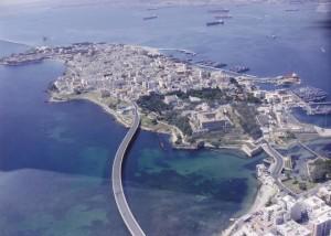 L'Isola (o penisola) Federiciana divide i due golfi: a dx il porto, a sx il golfo Xifonio a voocazione turtistica, con acque pulite. Anch'esso grandissimo, ospiterà il porto turistico Xifonio, una struttura sportiva aperta anche all'uso cittadino,