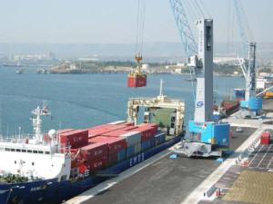 Oltre all'affluenza di gasiere e petroliere, oltre alla presenza massiccia della Marina militare, è già in corso l'arrivo di navi container che va incentivato di molto.