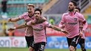 I rosa felici sentono in pugno la vittoria...