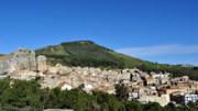 Natura, religione e tradizione sono tre parole care a Roccapalumba, a valle sulle propaggini interne delle Madonie.
