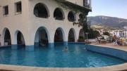 La singolare piscina del Carasco Hotel ad un passo da Marina Corta di Lipari, da molti considerato l'ingresso più tipico per chi giunge alle Eolie, le 7 sorelle, altrettante ninfee quando nelle belle giornate il Tirreno mostra il suo volto migliore...
