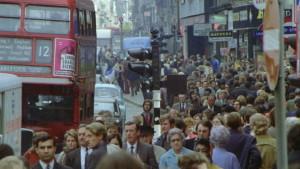 """Antropizzazione a Londra in Oxford street. Eppure Londra nasce da progetti di urbanizzazione all'avanguardia dal tempo del """"big fire"""" che la distrusse nel 1666"""