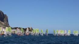 Una immagine del Golfo di Mondello che dà ancora una volta l'idea della  numerosa flotta di surfisti dall'Italia, dall'Europa e dal mondo.presenza di surfisti