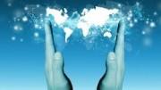 Il mondo nelle mani: un'immagine, anche poetica, di ciò che può significare lavorare online
