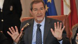 Nello Musumeci durante la conferenza stampa. (Foto Angelo Modesto)