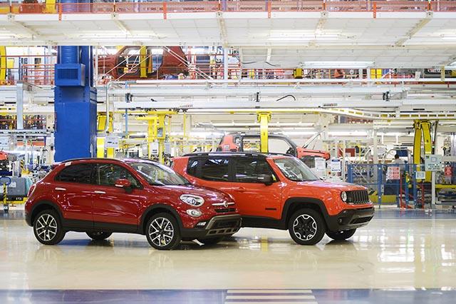 Stabilimento Fiat in Usa: la fabbrica italiana ha rilanciato la Chrysler e produce la Jeep, l'auto con cui l'esercito Usa occupo' l'Italia nel 1944. Marchionne ha resuscitato Detroit che era piombata  in una crisi profonda... Ma lo Stato italiano, al governo di una potenza industriale, non ha soldi e fa il mendico con i cittadini...
