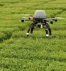 """Uso dei droni in agricoltura: uno delle tante novità La redditività per ettaro continua a crescere, ma la coltura in serra (anche a più ripiani) toglie valore al fattore """"terra""""."""
