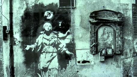 """No, non è una novità come dicono. A Palermo non si parla di pizzo (parola importata) ma è storica la ...lampa: """"i picciuli pi' tinilla addumata, pi' mittirici i ciuri..."""" Paradossalmente c'è anche un po' di religione. Molti malandrini  pregano perché tutto vada bene, anche furti e scippi, propri e dei loro collaboratori... Così va il mondo... In una città degradata e abbrutita da storie centenarie di malgoverno e di stenti. Dove, però, non mancano neppure tantissimi onesti. Infine c'è la mafia vera: molto più su!"""