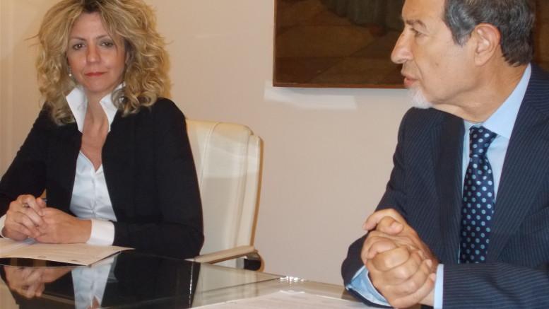 Sguardi d'intesa fra Musumeci e Barbara Lezzi