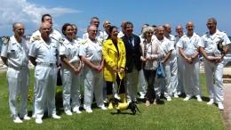 Foto ricordo con la testimonial Stefania Petix e il presidente del Circolo della Vela Agostino Randazzo