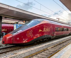 L'Italia è all'avanguardia nel mondo per la costruzione di navi e di treni veloci: gli elettrotreni vantano la più lunga esperienza mondiale: negli ultimi anni '30, Un ETR, unico nel suo genere stabilì il record mondiale su percorso civile, percorrendo la Milano - Bologna.