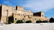 Una veduta laterale del Castello,  che guarda sulla piazza- giardino con belvedere cui accenniamo nell'articolo. Guarda al Mare di Sicilia o Mar d'Africa.