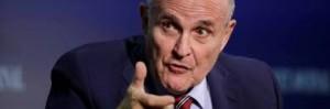 Rudolph Giuliani ha sospeso ogni suaaltra attività di avvocato: si è messo al fianco di Trump per difenderlo dalla assurde accuse dei suoi potenti avversari. ..