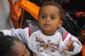 """Bambini dal terzo mondo: Occorre accoglierli, ma ancor più evitare che """"debbano"""" esser portati via da casa loro."""