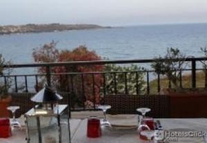 Tavoli allestiti in terrazzo a Palazzo Zuppello(hotel 4 stelle) del ristorante Xifonia